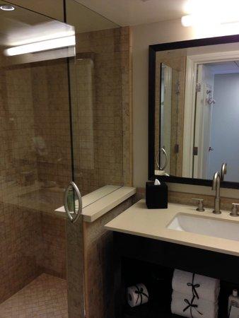 Malibu Beach Inn: bathroom