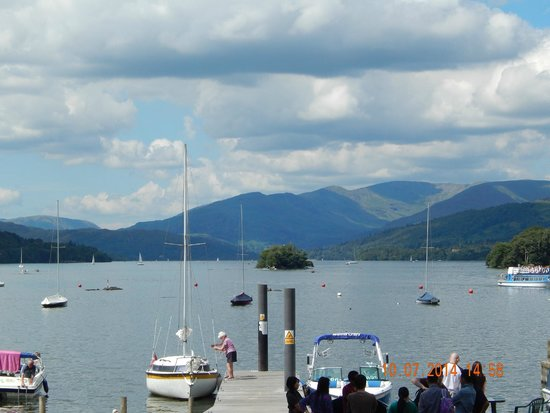 Bowness-on-Windermere, UK: stunning views from a cruise liner on lake windermere