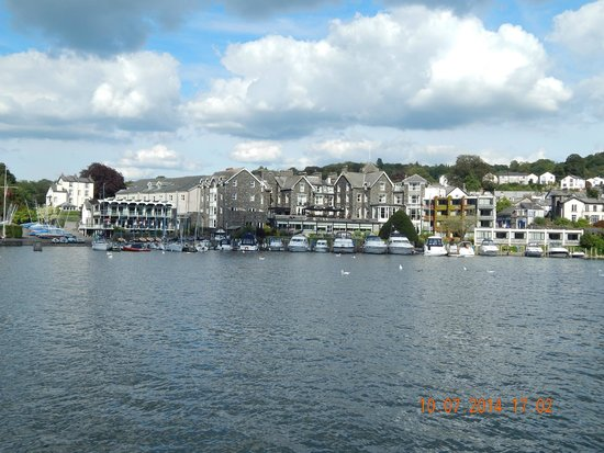 Bowness-on-Windermere, UK: view of bowness from lake windermere cruise liner
