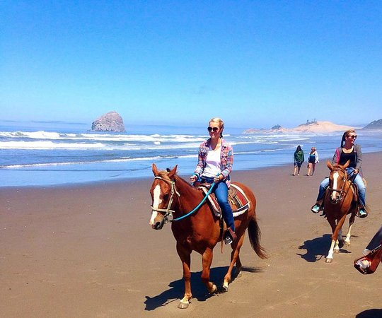 Looking Glass Inn: Green Acre stables; fun ride! in Pacific City