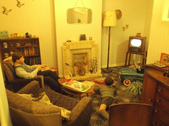 Portsmouth Museum: 1950,s Living Room.