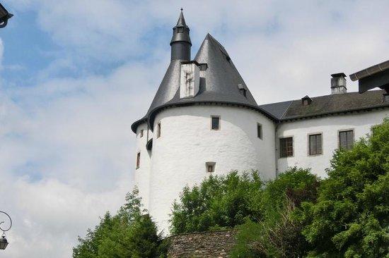 Chateau de Clervaux : Schloß von Clervaux Stadtkern aus gesehen