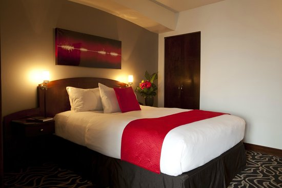 Le Saint-Sulpice: Deluxe Suite with separate bedroom