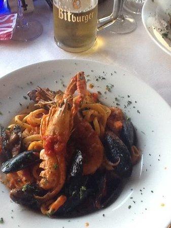 Ristorante Pizzeria Fior di Roccia: Scialatielli Allo Scoglio (home made pasta with sea food in tomato sauce)