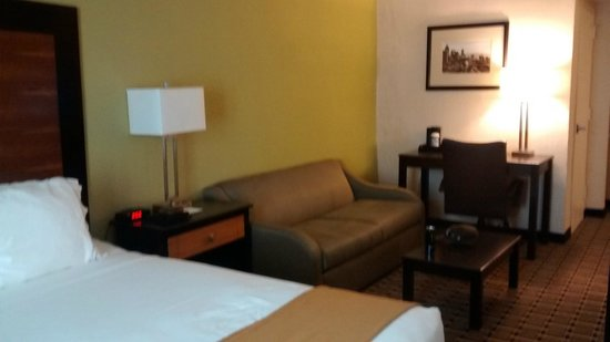 Holiday Inn Express & Suites Atlanta Downtown: Another view of the suite (each bedroom had its own bathroom & TV)
