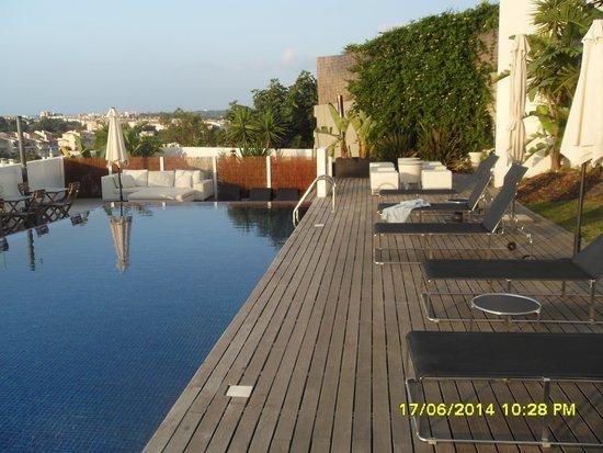 ONE2SEVEN: Terras met zwembad