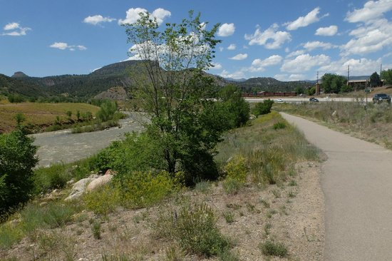 Animas River Trail: Along the highway (behind Durango)