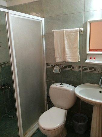 Canberra Hotel: Bathroom