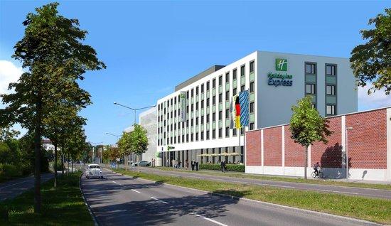 Holiday Inn Express Augsburg: ARRIVO DALL' AUTOSTRADA  SULLA DESTRA