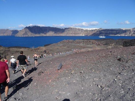 Bella Aurora & Thalassa: Hiking the Caldera