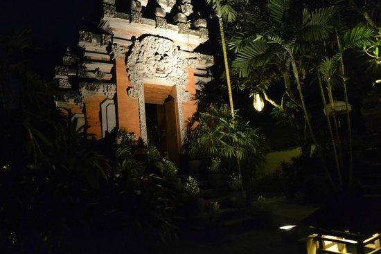 Belmond Jimbaran Puri: Tempel im Resort