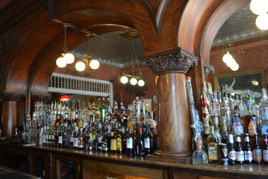 The Grand Restaurant and Saloon : the bar
