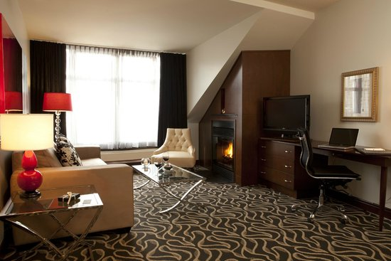 Le Saint-Sulpice : Executive Suite with fireplace