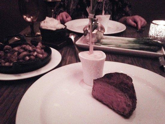 Mooo : Roasted Beef with Bone Marrow