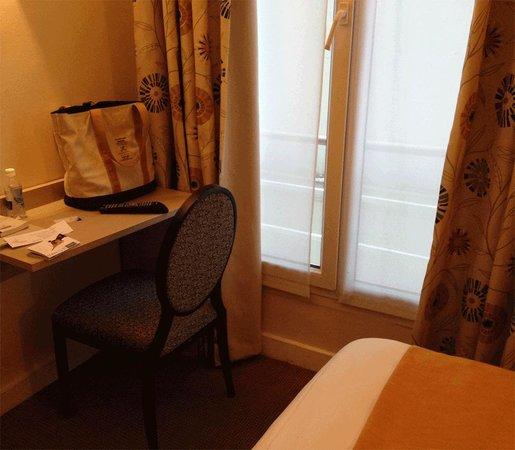 Hotel Eiffel Turenne: 小さいけれど一人なら十分