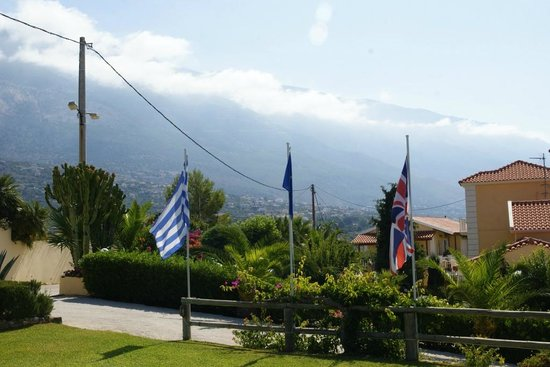 Villa Rosa : Clouds over the mountains