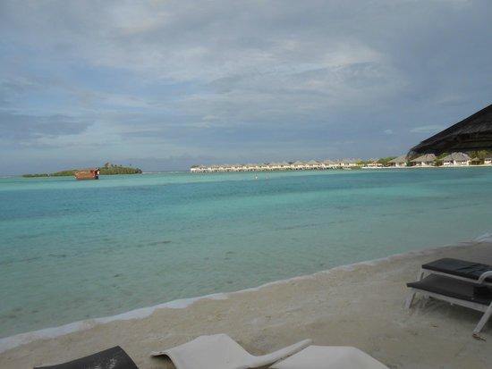 Cinnamon Dhonveli Maldives : So sieht es wirklich am Strand aus (Foto original)!