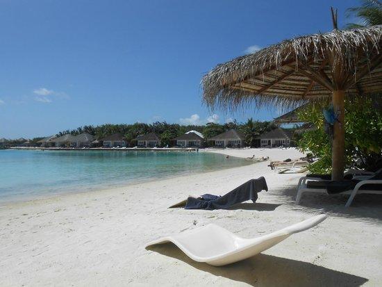 Cinnamon Dhonveli Maldives : Der Strand unmittelbar vor unserem Beachbungalow.