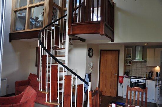 Bridge Hotel: Red pike - Living / Kitchen