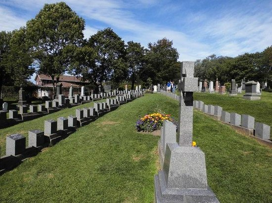 Fairview Lawn Cemetery : Gräbereihen sind in Form eines Schiffsbugs angelegt