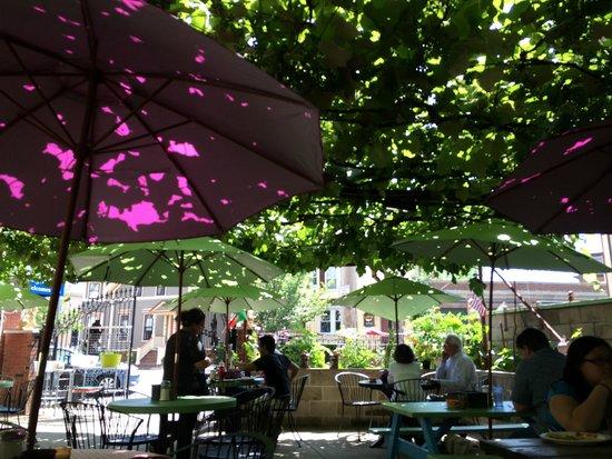 Neighborhood Restaurant: Outdoor seating for Brunch