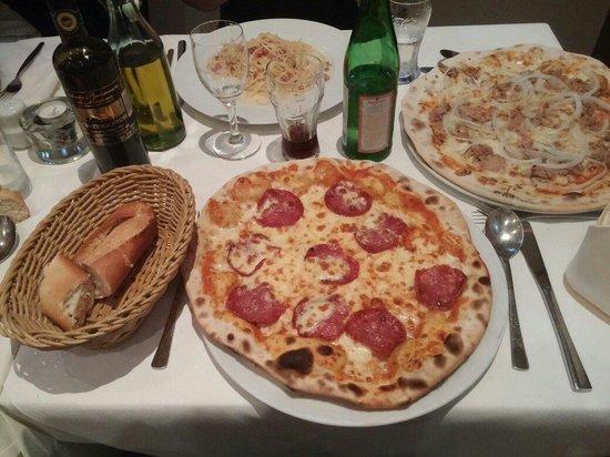 Ristorante Lungomare: Pizza Salami und andere Spezialitäten