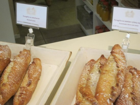 Pinavija Cafe & Bakery: fresh pasties