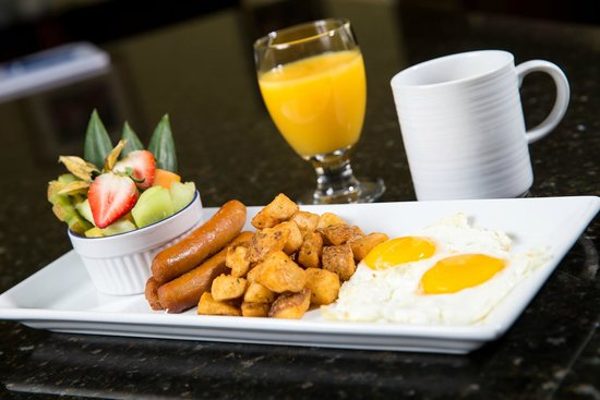 Holiday Inn Montreal Longueuil : Delicious fresh breakfast dishes served daily!