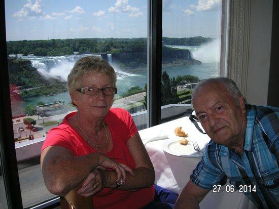 Niagara Falls: Les Chutes de Niagara vue du 10em étage d'un restaurant dont j'ai oublié le nom