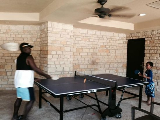 The Westin Stonebriar Hotel & Golf Club: Table Tennis fun at the pool!