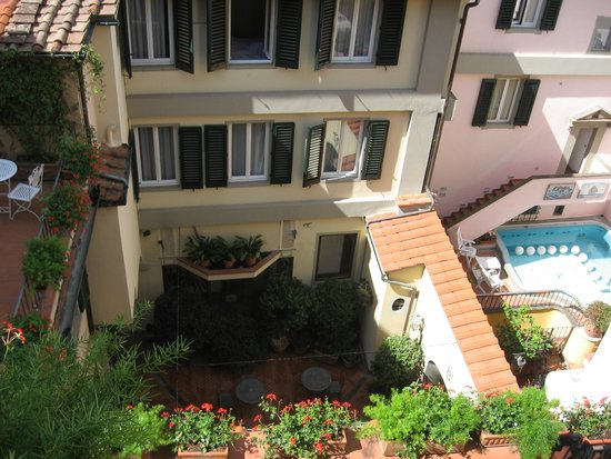 Rivoli Boutique Hotel: View from room overlooking courtyard