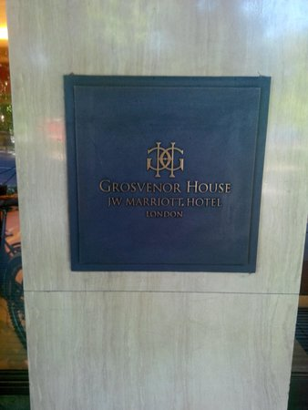 Grosvenor House, A JW Marriott Hotel : The hotel entrance