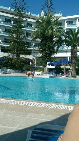 Blue Horizon Hotel: бассейн