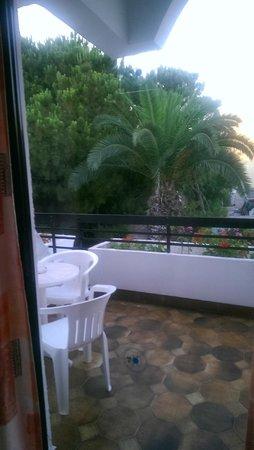 Blue Horizon Hotel: балкон нашего номера