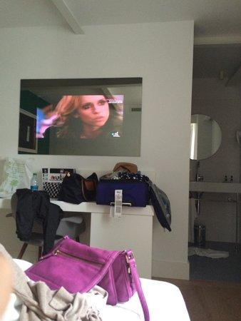 Hotel One Shot Prado 23: Tv in the mirror!
