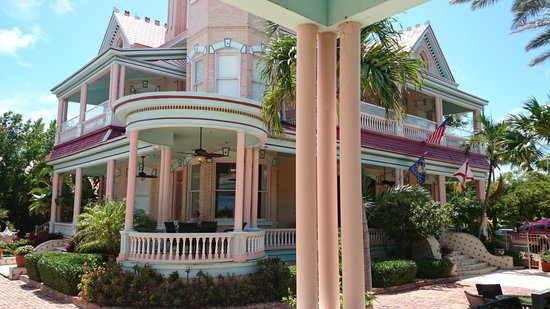 The Southernmost House : house from the bar