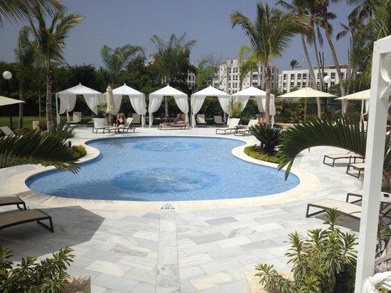 Grand Bahia Principe La Romana: Cabanas by the pool