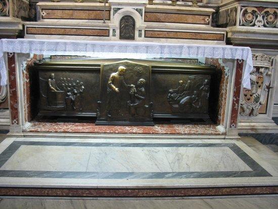 Gesu Nuovo Church: Tomba di San Giuseppe Moscati