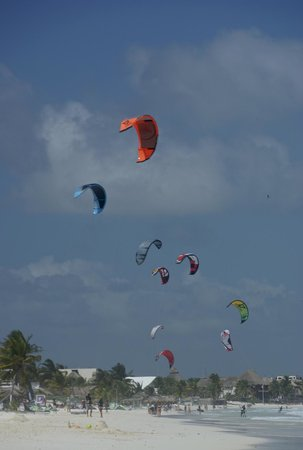 Zamas: The nearby beach with kite surfing