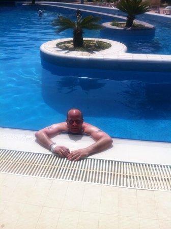 Marhaba Club Hotel: Posing at the pool....