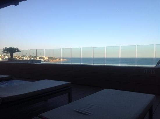 Rocamar Exclusive Hotel & Spa: view from room, beautiful but not when theres a a face looking in at you from the sunbeds