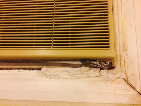 Crestview, FL: TOILET PAPER holding the window unit in