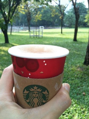 Sukhumvit: coffee in the park.