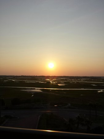 Shell Island Resort: Sunset over the marsh- from the open-air corridor