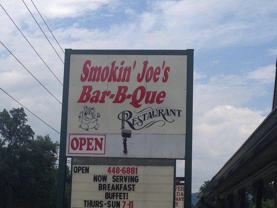 Smokin' Joes Bbq: Nice restaurant with friendly wait staff!