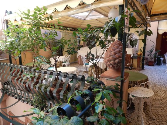 Albergo del Sole Al Pantheon: Breakfast area