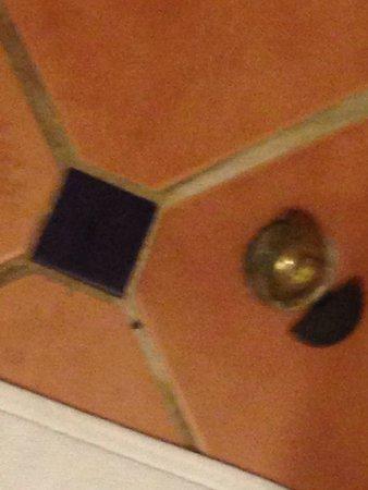 Movenpick Resort & Spa Dead Sea: Bathroom finish