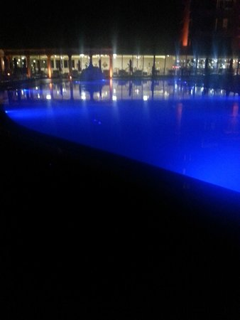 Didim Beach Resort & Spa : Hotel at night