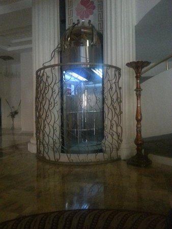 Didim Beach Resort & Spa : Glass lift in elegance hotel
