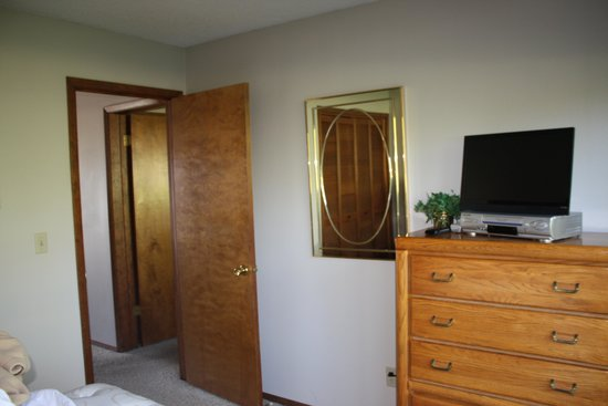 Lake Condominiums: Master bedroom mirror